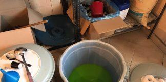 Kovë e mbushur me lëng frutash të prodhuar me aromatizues. Foto: Policia e Shtetit Citizens Channel