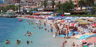 Ujrat e bregdetit të Sarandës kanë rezultuar shumë të mira. Foto: Amarildo Topi Citizens Channel