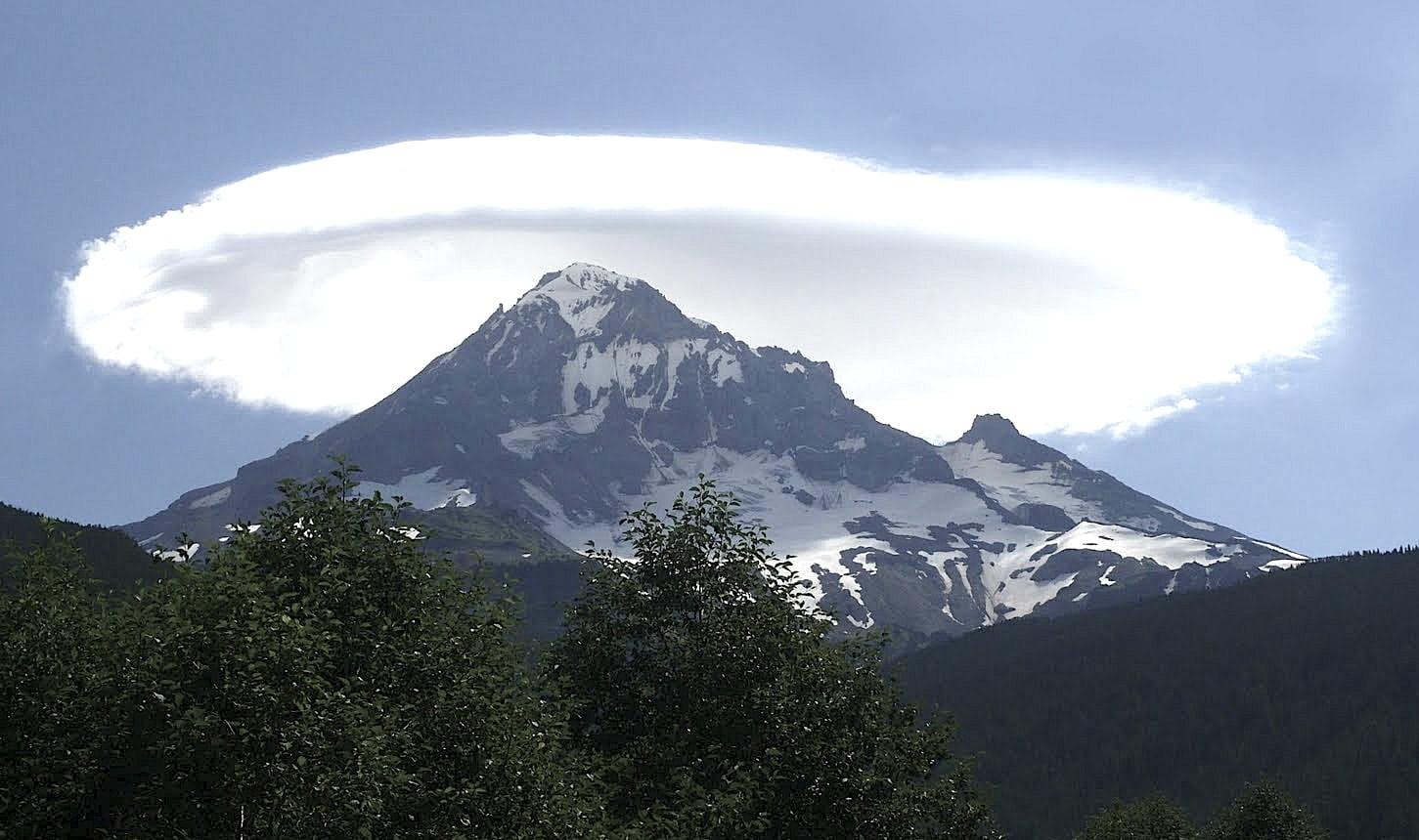 Pelegrinazhi në malin e Tomorrit, mijra pelegrinë luten për mbarësi