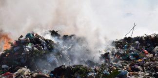 Djegia e mbeturinave në vend-hedhjen e Porto-Romanos. Foto: Geri Emiri / Citizens Channel