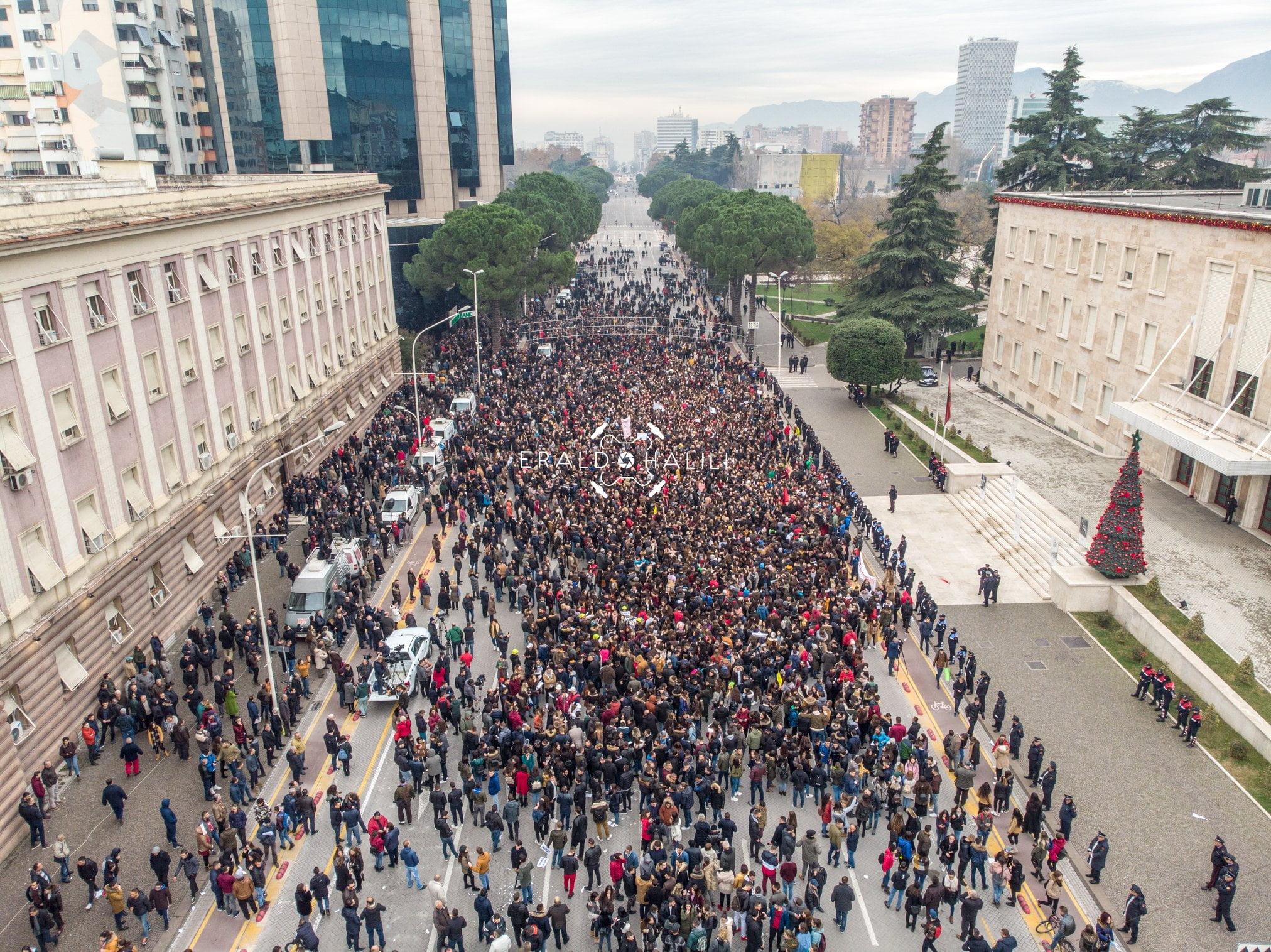 Protesta studentore përshkallëzohet në ditën e 13-të saj
