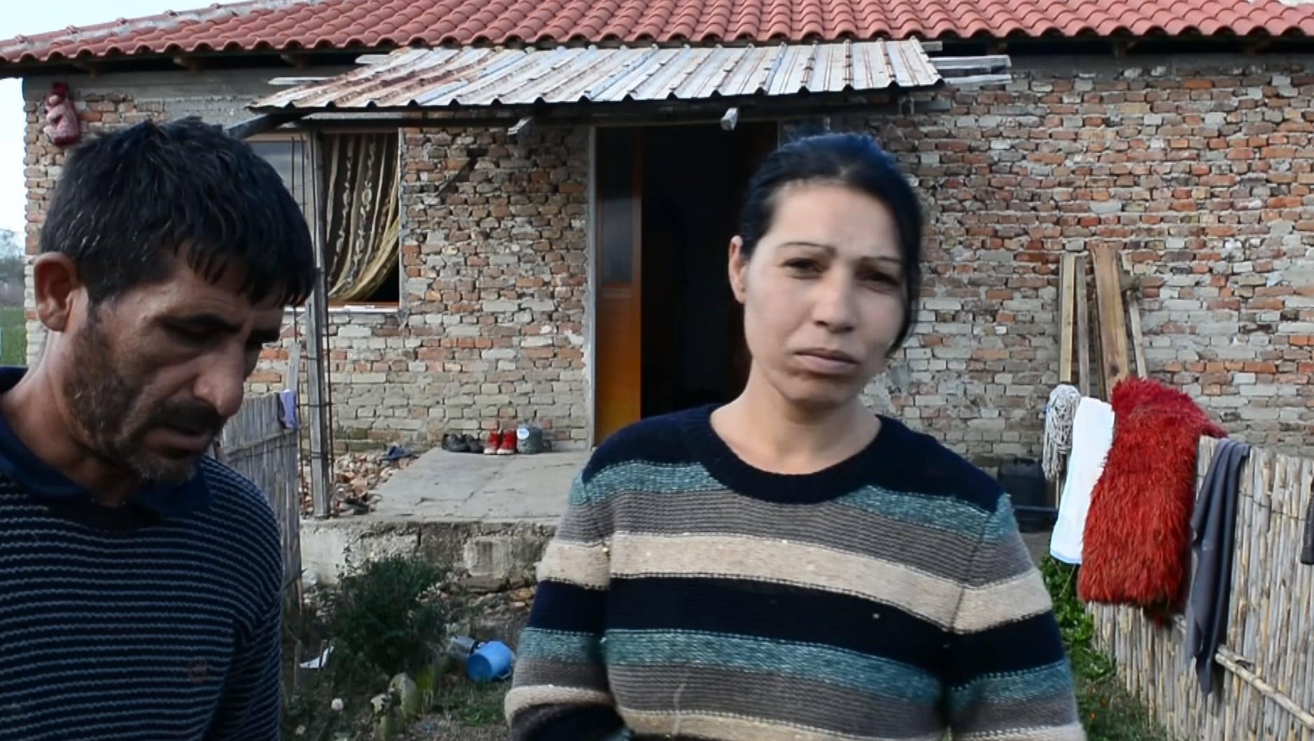Fier: Shpenzohen miliona lekë, por banesat e komunitetit Rom lihen përgjysmë