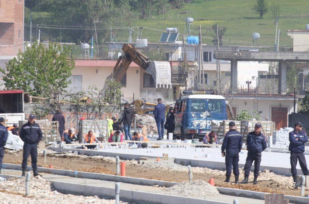 Rikthehen fadromat tek Bregu i Lumit, përplasje mes banorëve dhe policisë