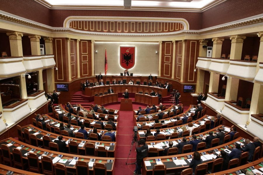 """Qeveria shtyn votimin e paketës """"antishpifje"""", reagojnë organizatat mediatike shqiptare"""