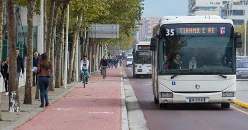 Studimi: Flota e vjetër prej 305 autobusësh, ndër ndotësit kryesorë të ajrit në kryeqytet