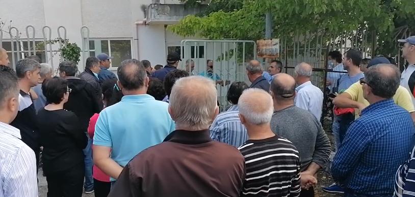 Institucionet zgjodhën të heshtin: Naftëtarët e Ballshit i rikthehen grevës së urisë - Citizens Channel